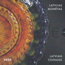 LATVIJA 2020 m. OFICIALUS BANKINIS EURO MONETŲ RINKINYS SU PROGINE 2 EURŲ MONETA